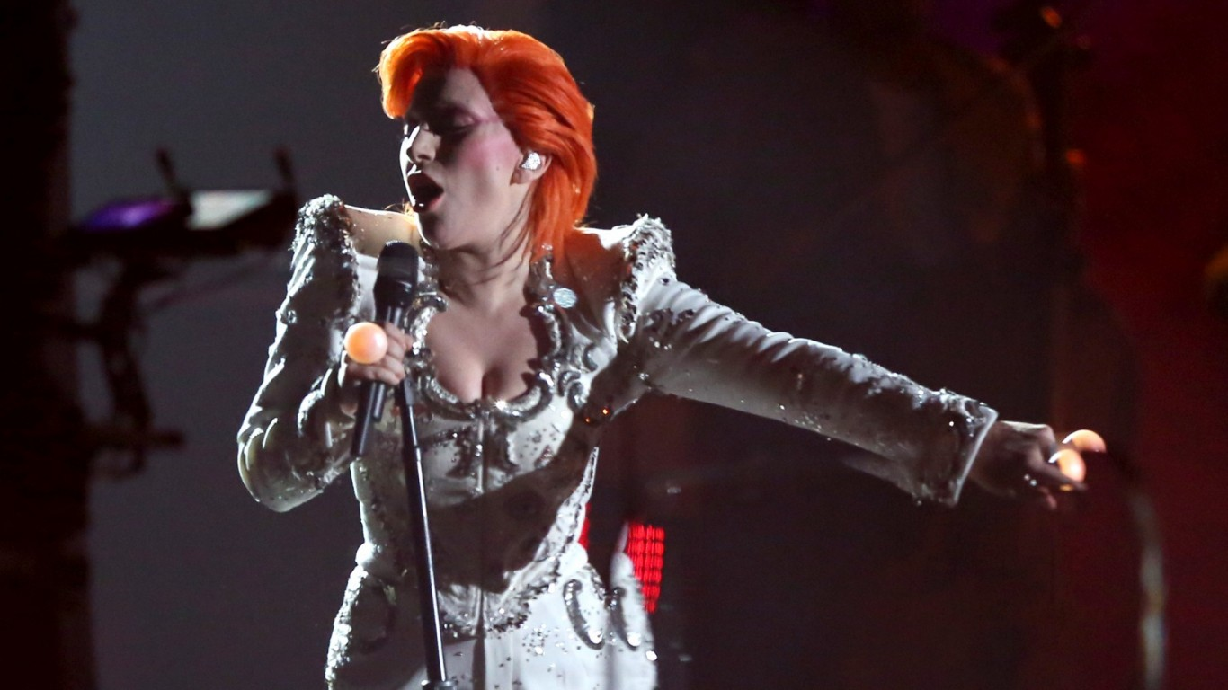 Lady Gaga gets David Bowie tattoo