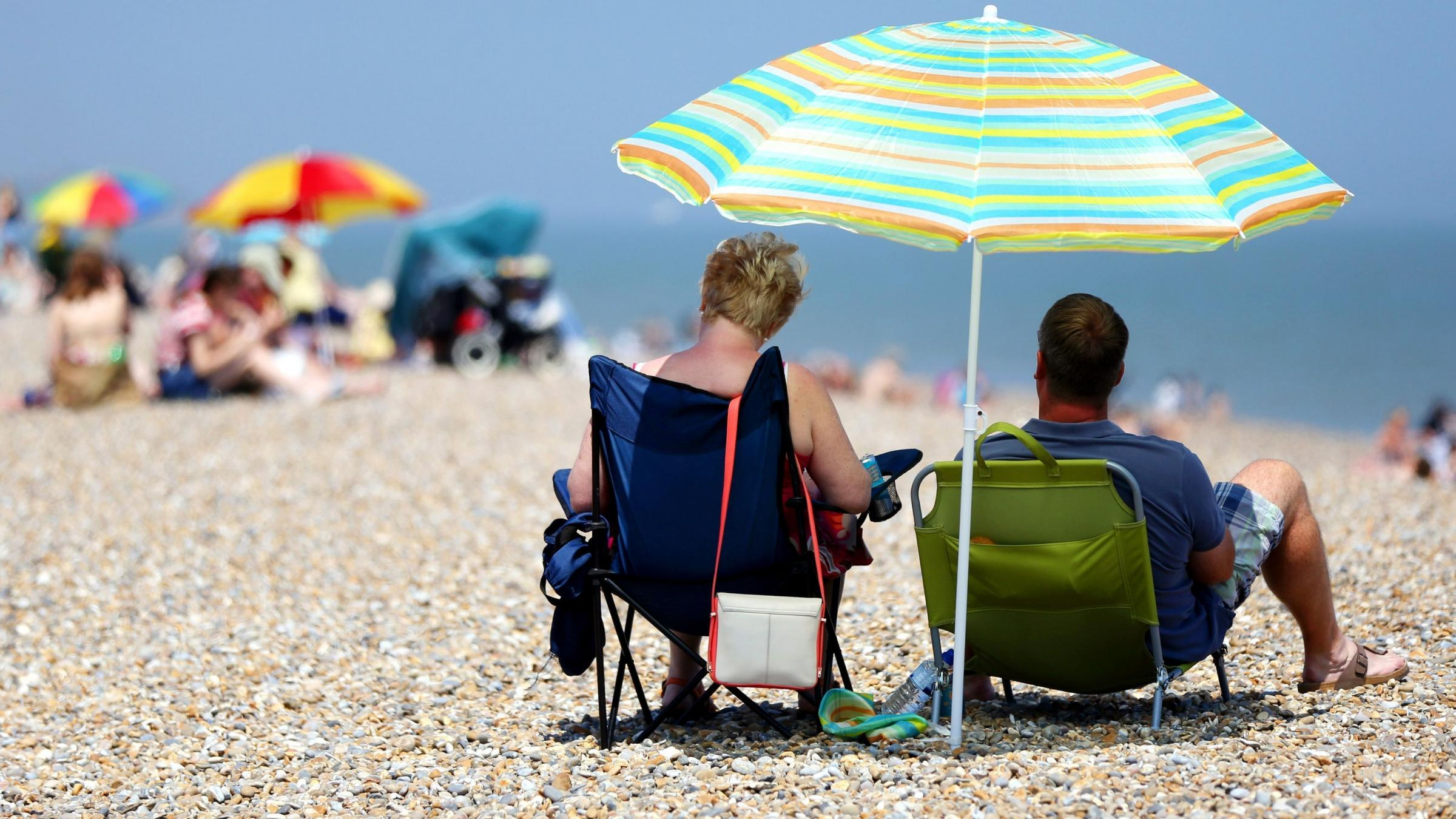 UK basks in blazing sunshine as heatwave continues